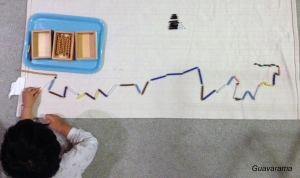 Arrange color bead stairs into a super long snake and start exchanging